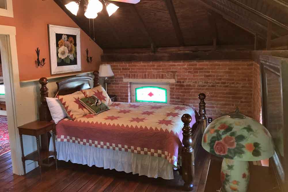 Olde Oregon Farmhouse Bear Suite